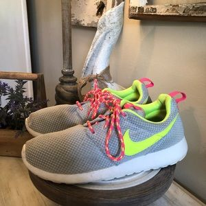 Girl's NIKE RUNNING SHOES size 6Y